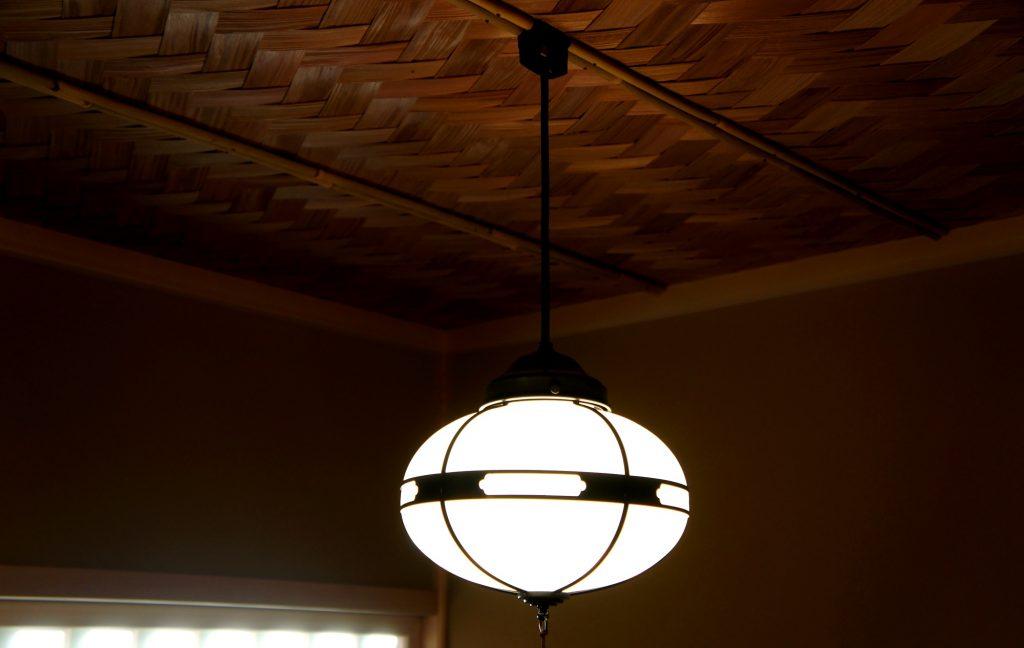 網代天井と三浦照明