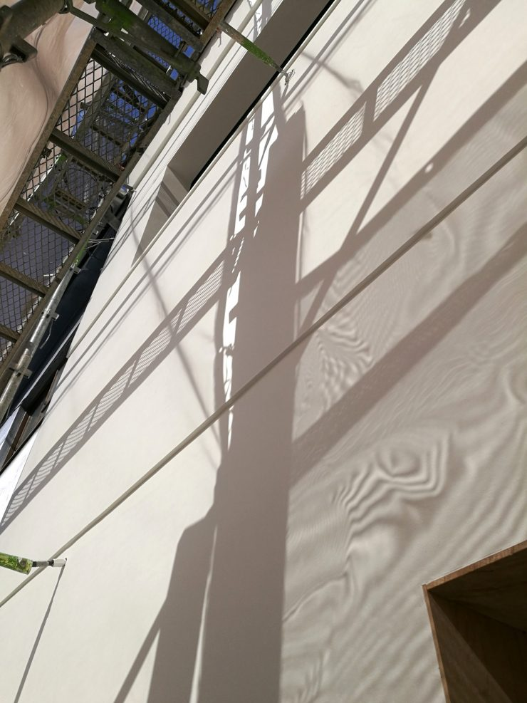 店舗改装中 正面の壁