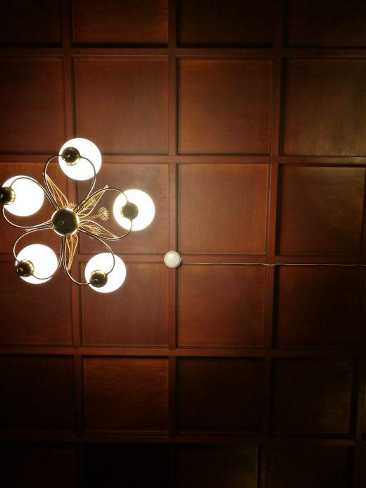 格天井 照明器具と火災報知器