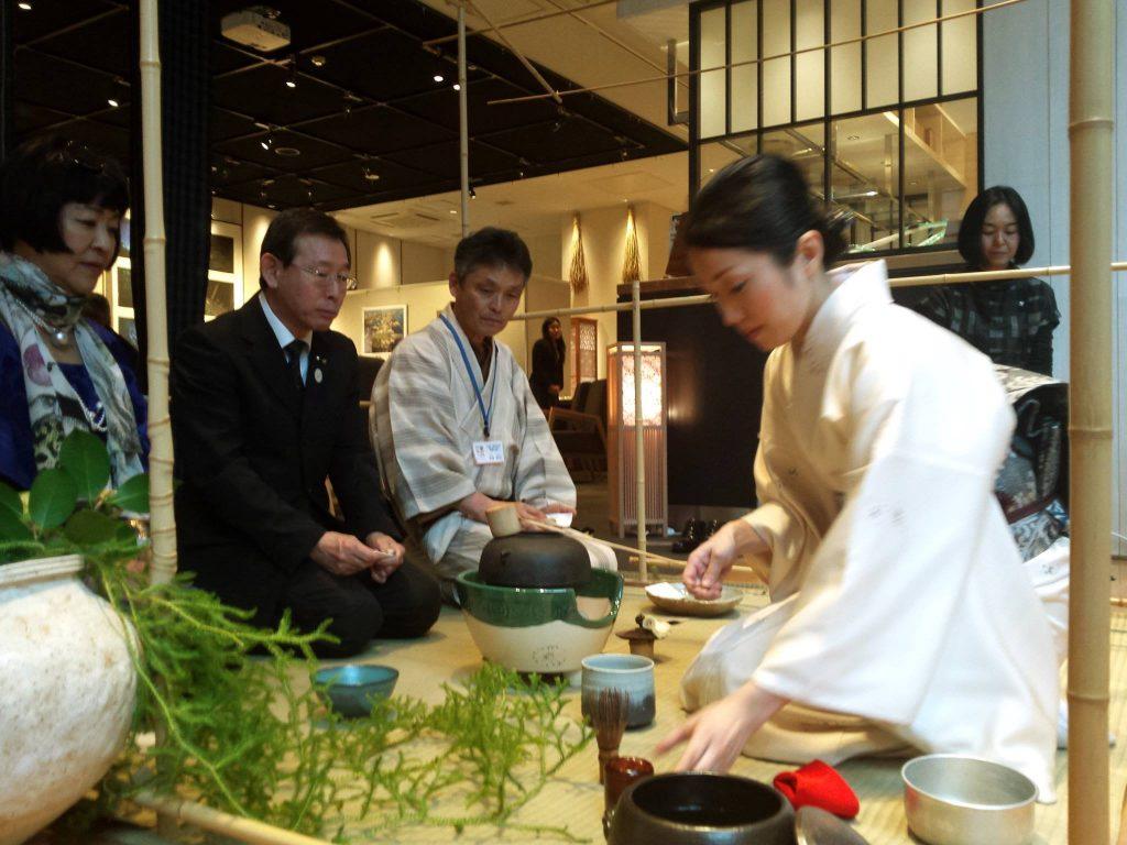 三重県関係者の方々もお茶を楽しんで頂きました。