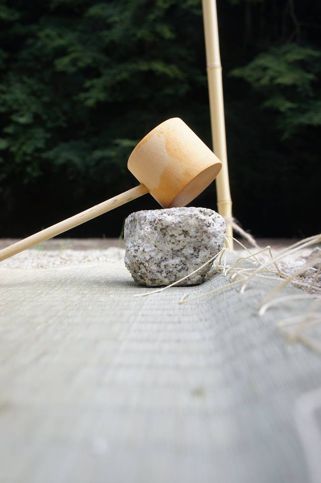 蓋置を石で見立てる