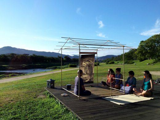 夏の朝日を浴びて、鴨川茶会 2015年8月 京都