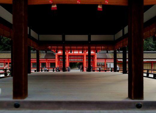 下鴨神社 舞殿より楼門を見る