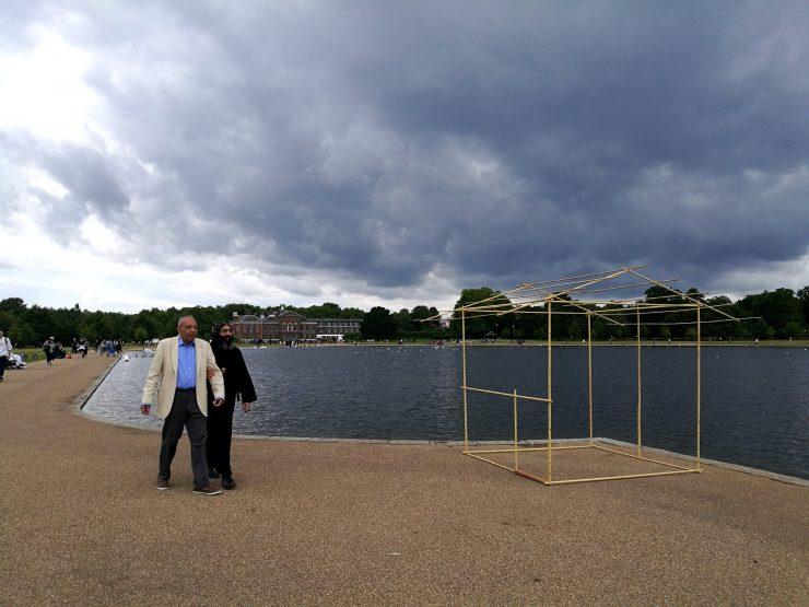 ケンジントン宮殿(Kensington Palace)前にて一服 2017年7月 ロンドン ハイドパーク