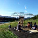 夏の朝日を浴びて鴨川茶会 2015年8月 京都