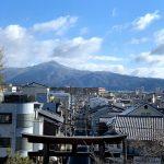 建勲神社の参道 船岡山から比叡山