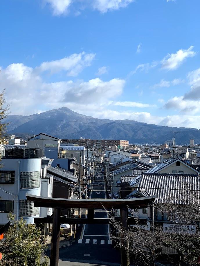 建勲神社の参道